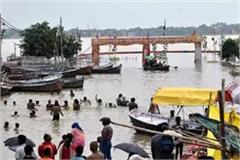 the water level of ganga and yamuna continues to rise in prayagraj