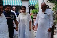 congress begins to celebrate discourses hooda arrives to meet kiran