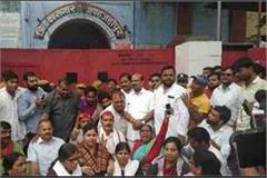 chinmayanand case sp staged a protest at jail gate for
