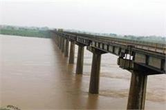 yamuna river flowing above danger mark in hamirpur