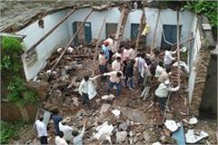 roof of private school falls in burhanpur one student injured