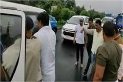 seeing injured person road minister stopped convoy rushed hospital