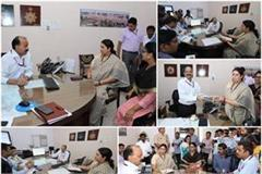 smriti irani meet drm of lucknow division