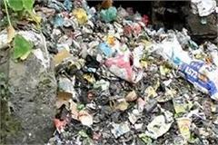 people inundated with piles of garbage