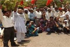 demonstration of farmers demanding compensation at