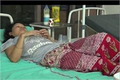 police beat up and beaten woman two women police personnel suspended