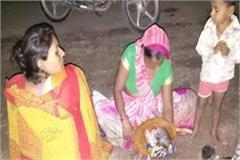 woman gave birth to a child on the road
