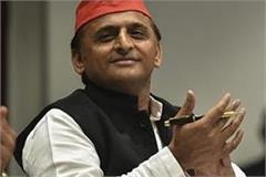 akhilesh says yogi sarkar learn from iim how cows and bulls