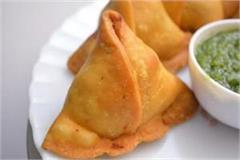 32 people sick with children and women eating samosa
