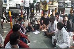 bjp mla sangeet som sitting on dharna outside the hospital know why