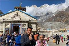 randeep arrives at badrinath and kedarnath shrine with mother
