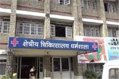 hanging lock at the cheap pharmacy of dharamshala hospital