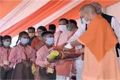 cm yogi celebrated diwali in vantangia village this year too