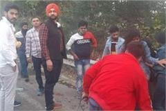 sports minister sandeep singh helped those injured in the accident