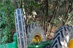 tractor rolled into the ditch uncontrolled in bankhandi driver died on the spot