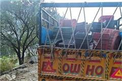 pickup driver from haryana reached kullu with 32 cases of illicit liquor