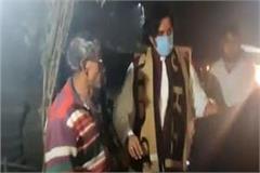 bjp mp ravi kishan distributed blankets among the poor aware about corona