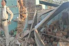 the roof of the house collapsed due to the explosion of a gas cylinder