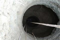 3 year old innocent dropped in a 400 feet deep borewell pit