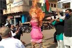 congressmen burnt scindia s effigy