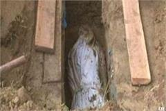 police removed the dead body of a woman buried 23 days ago