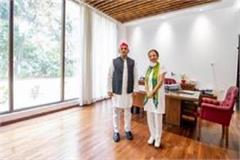 former congress mp anu tandon joins sp akhilesh welcomed