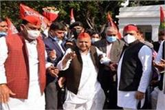 mulayam singh s birthday celebrated with simplicity