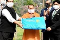 e commerce company flipkart presented 50 thousand ppe kits to up