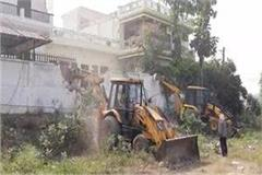 bulldozer on the house of historyheater pradeep mahara in prayagraj