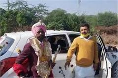 the groom got stuck in a jam due to the farmers  journey to delhi