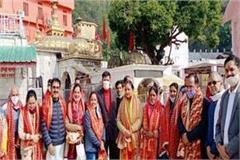 bjp president jp nadda s wife attends jwalamukhi and baglamukhi temple