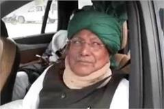 when op chautala trapped among farmers made such gesture to farmers