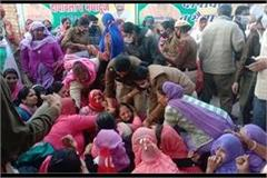 police brutally dragged anganwadi workers