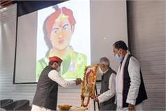 sp president akhilesh yadav paid homage to veerangana uda devi