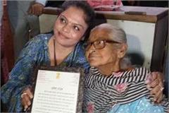 manisha gulati met an elderly woman