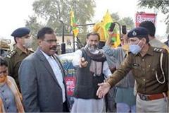 farmers still not reached gurugram yogendra yadav arrested
