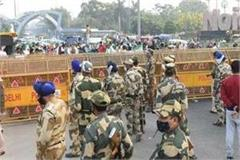 hundreds of farmers reached the chilla border from many districts of up