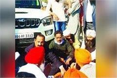 farmers surrounded bjp mla going to receive haryana s deputy speaker