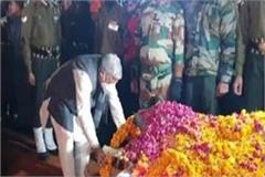lal of meerut was cremated with state honor 8 year old son lakshya offered fire