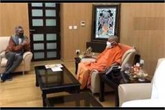 famous filmmaker prakash jha meets cm yogi discusses about film city