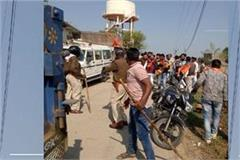 stones at saffron rally in indore too stoned in muslim area many injured