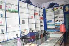criminals steal property worth lakhs from mobile shop in gaya escaped