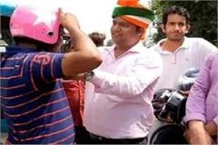 this helmet man from bihar distributes helmets for free