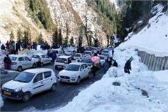 crowd of tourist in manali for christmas