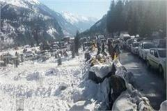 500 tourists stranded in solang valley due to heavy snowfall