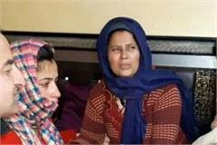 hearing husband s martyrdom wife becomes stone