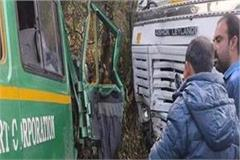truck and bus collided strongly