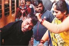 beaten robbber in railway station