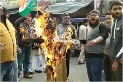 nankana sahib attack emraan khan s effigy in banda murdabad slogans