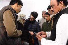 muzaffarnagar priyanka gandhi meets noora s family killed in caa violence